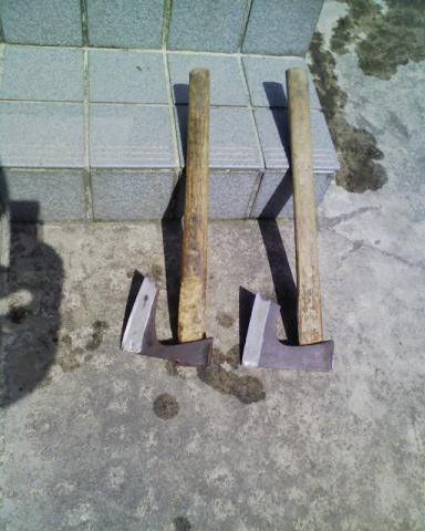 手斧を発見
